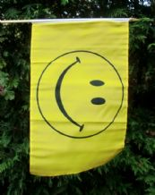 HAND WAVING FLAG - Smiley Face